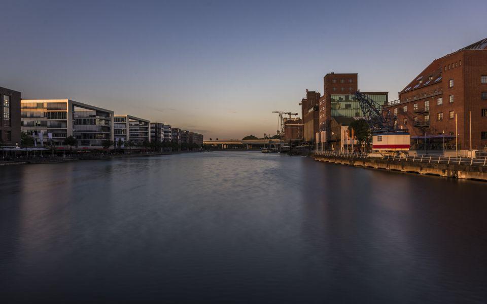 Hintergrundbild Abenddämmerung im Innenhafen