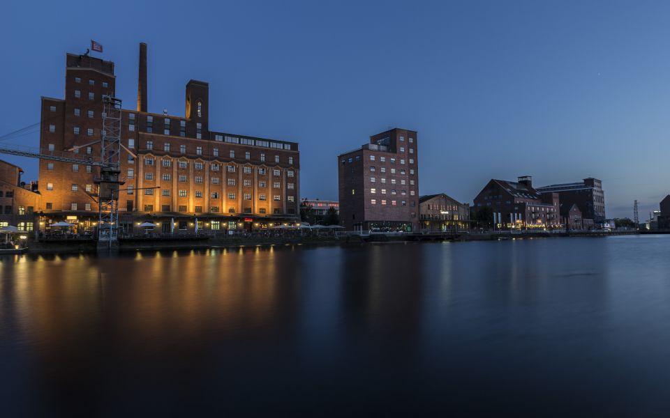 Hintergrundbild Alte Hafengebäude im Innenhafen