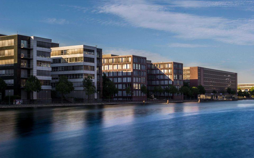 Hintergrundbild Bürogebäude Duisburg Innenhafen