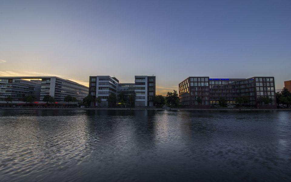 Hintergrundbild Bürogebäude Duisburger Innenhafen