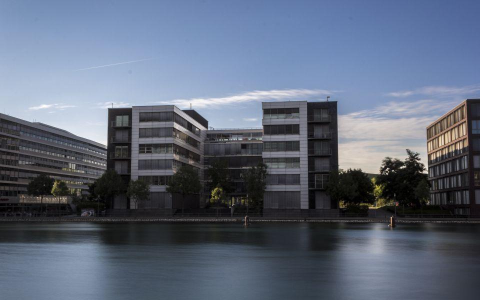 Hintergrundbild Bürohaus im Innenhafen