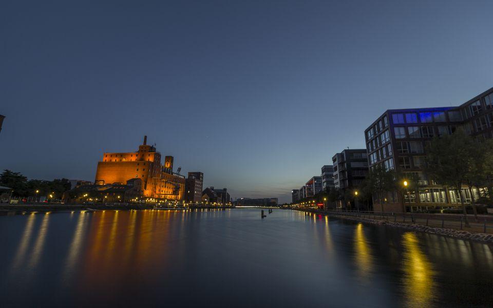 Hintergrundbild Blaue Stunde Duisburger Innenhafen