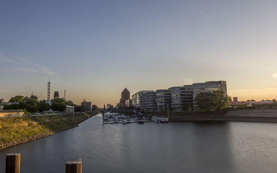 Hintergrundbild Five Boats und die Marina HDR