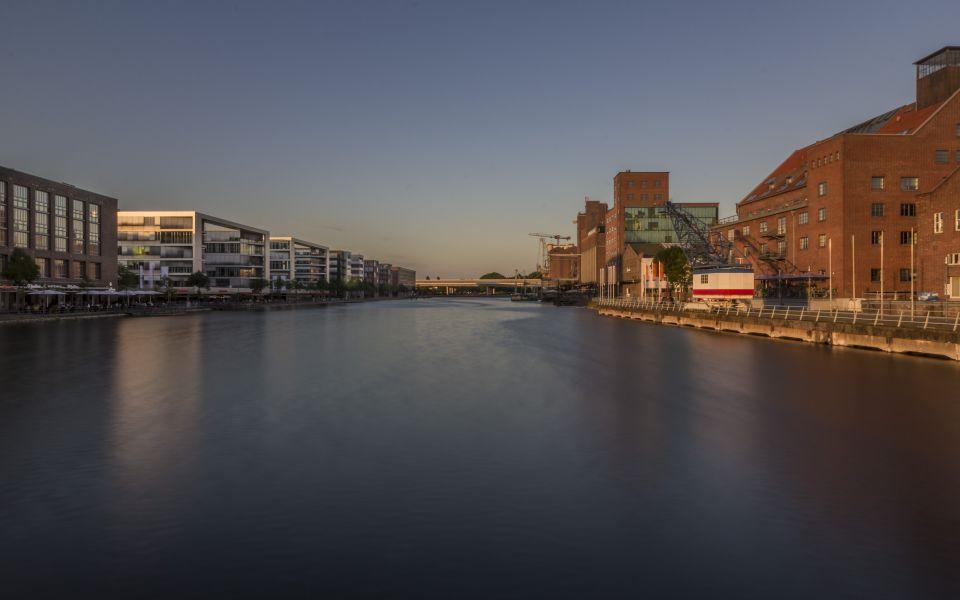 Hintergrundbild Innenhafen im Sommer