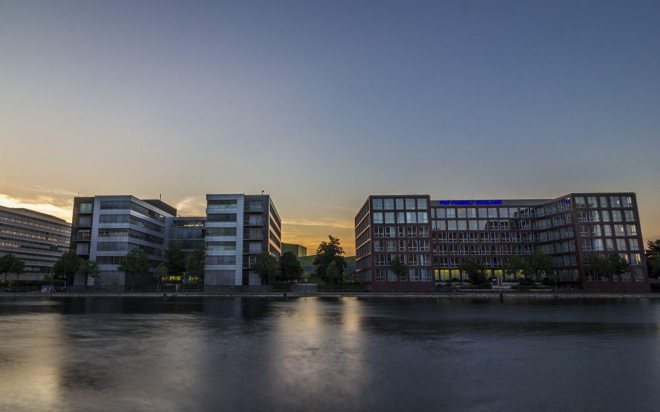 Hintergrundbild Moderne Architektur im Innenhafen