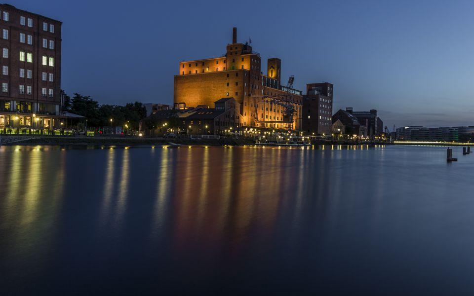 Hintergrundbild Nachtleben im Innenhafen