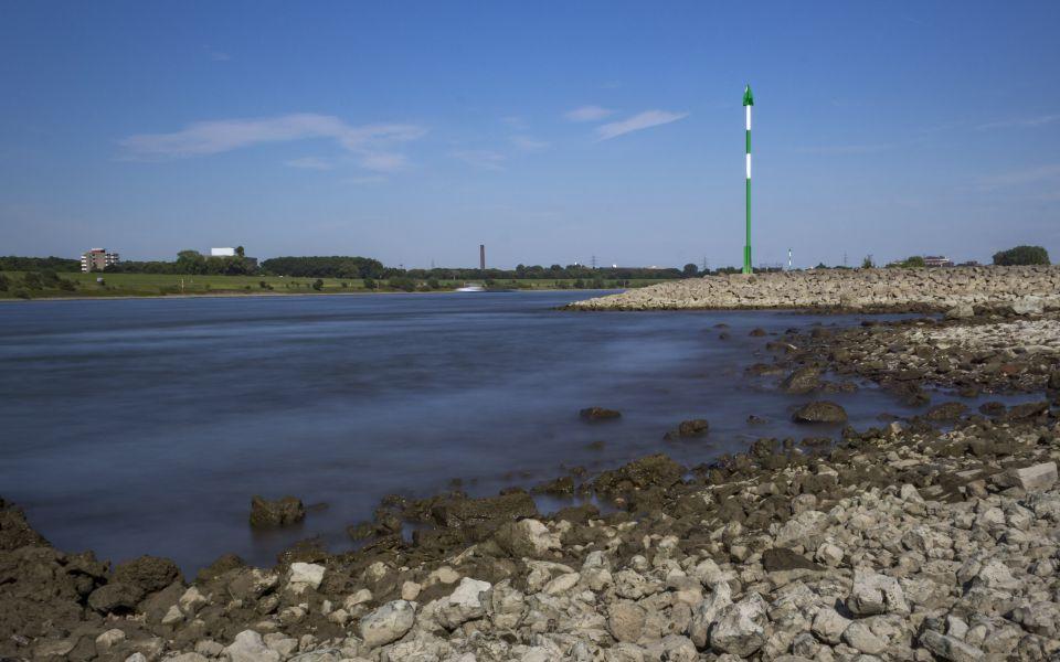 Hintergrundbild Rheinufer bei Duisburg