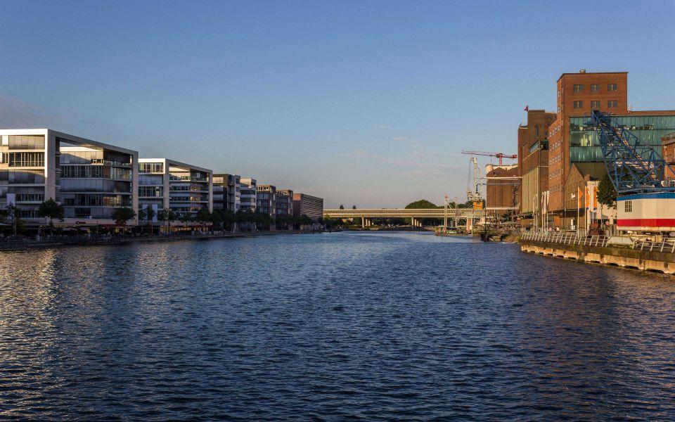 Hintergrundbild Sommerabend Duisburger Innenhafen