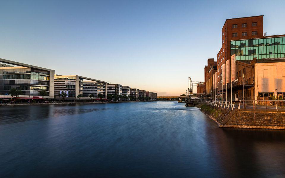 Hintergrundbild Sommerabend Duisburger Innenhafen HDR