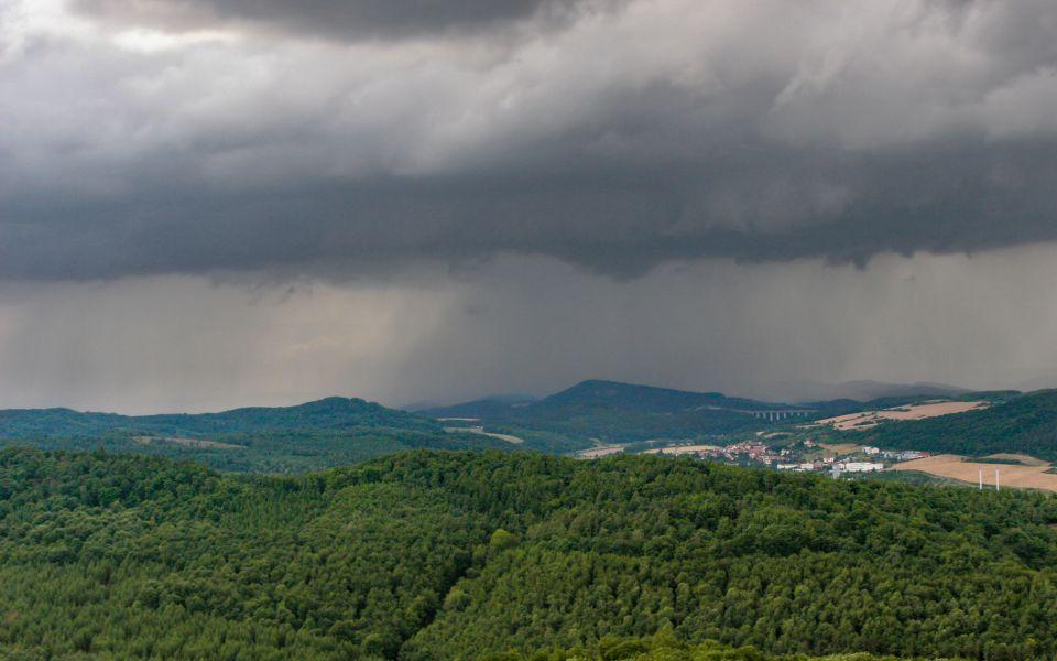 Hintergrundbild Regenwolken Thüringer Wald