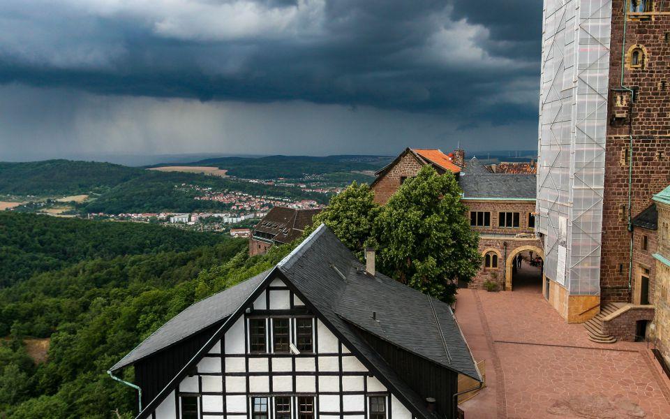 Hintergrundbild Wolken über der Wartburg