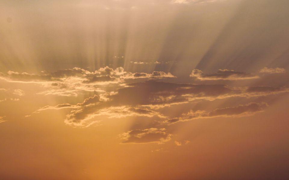 Hintergrundbild Schattenspiele am Abendhimmel