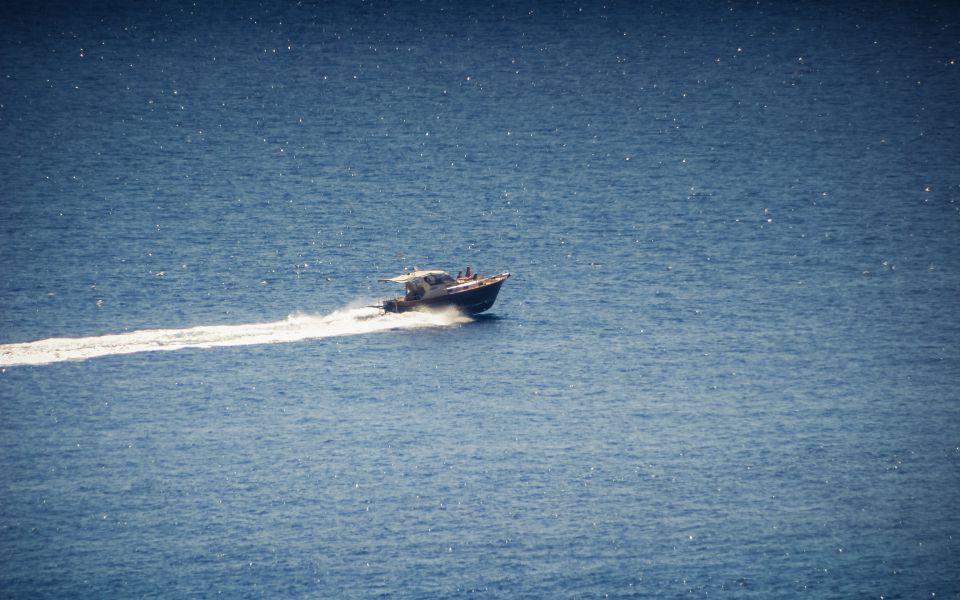 Hintergrundbild Motorboot auf Tour