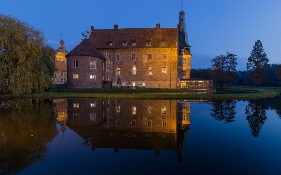 Hintergrundbild Schloss Raesfeld Seitenansicht