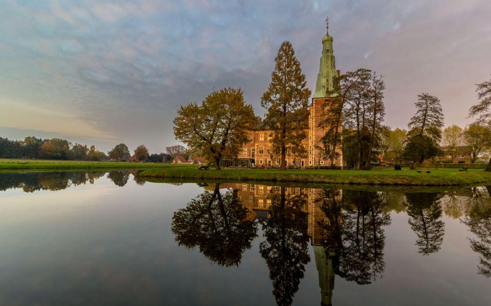 Hintergrundbild Schloss Raesfeld am Abend