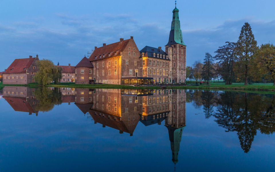 Hintergrundbild Schloss Raesfeld gespiegelt