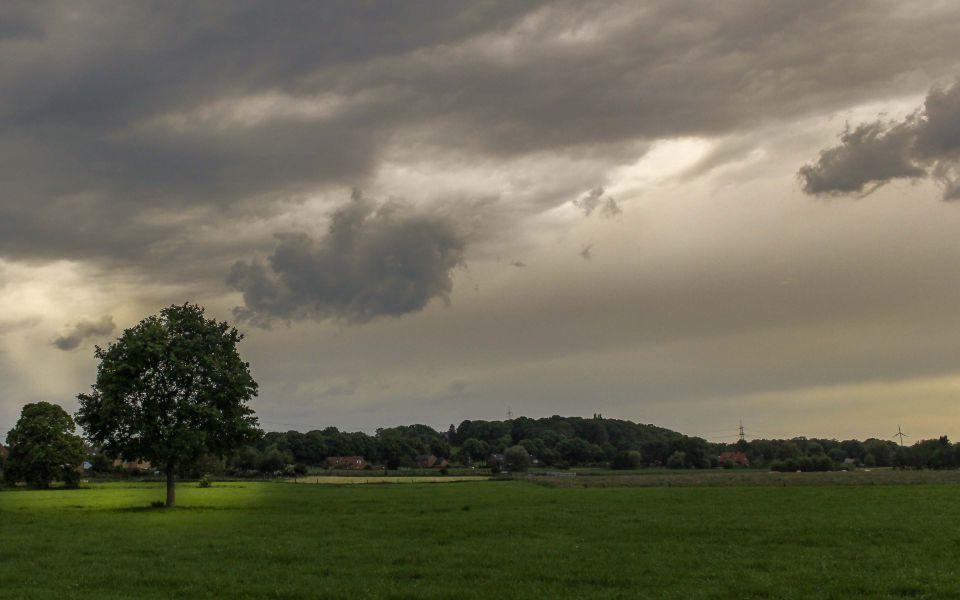 Hintergrundbild Vor dem Gewitter