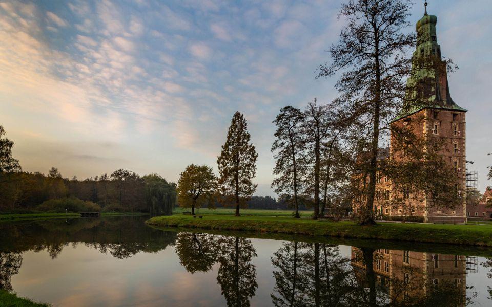 Hintergrundbild Wasserspiegelungen Schloss Raesfeld