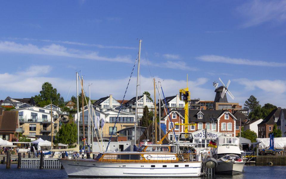 Hintergrundbild Blick auf den Hafen von Laboe