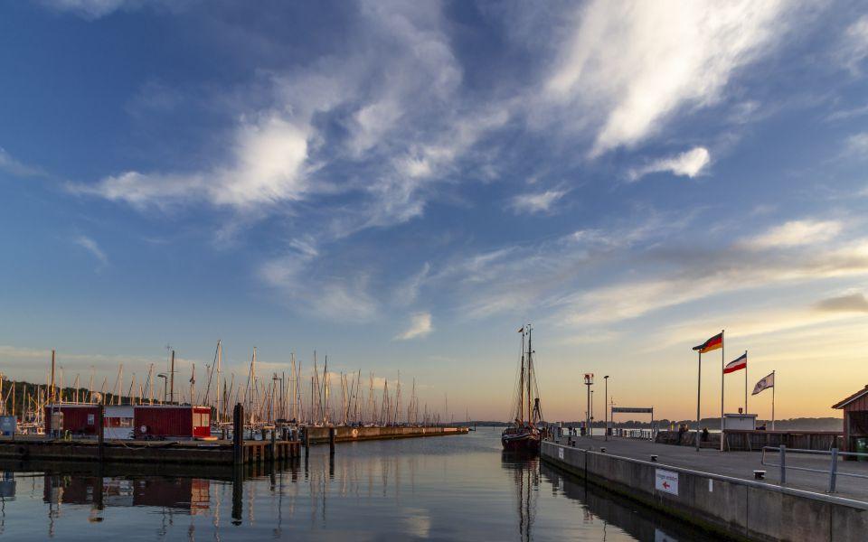 Hintergrundbild - Blick aus dem Hafen