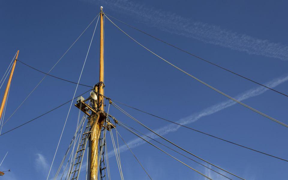 Hintergrundbild Blick zum Mast