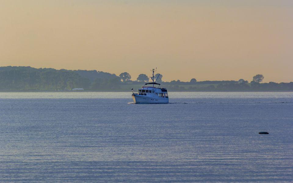 Hintergrundbild - Boot in der Kieler Förde