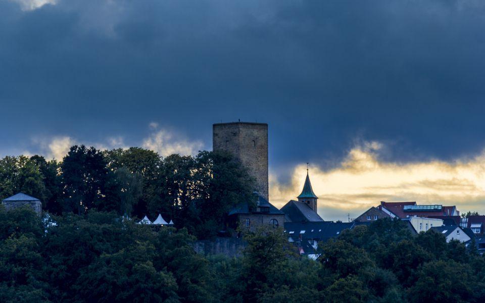 Hintergrundbild - Burg Blankenstein in der Dämmerung