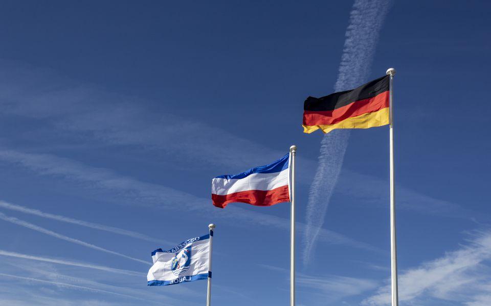 Hintergrundbild Flaggen im Wind