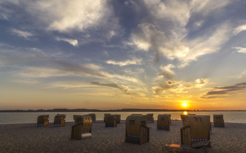 Hintergrundbild - Goldene Abendstimmung in Laboe