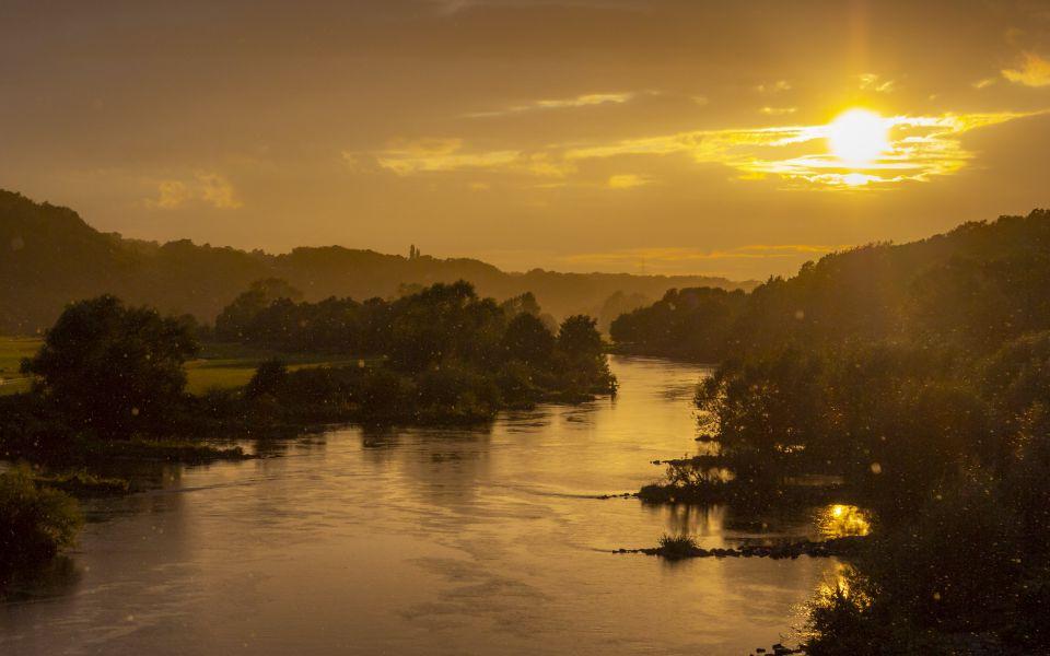 Hintergrundbild - Goldener Abend an der Ruhr