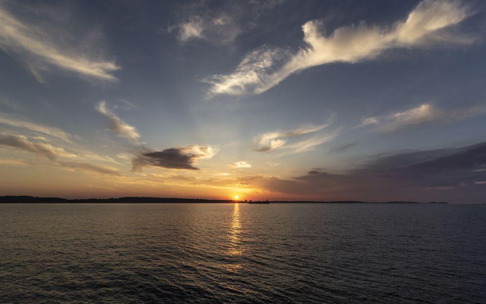 Hintergrundbild - Kieler Förde Sonnenuntergang