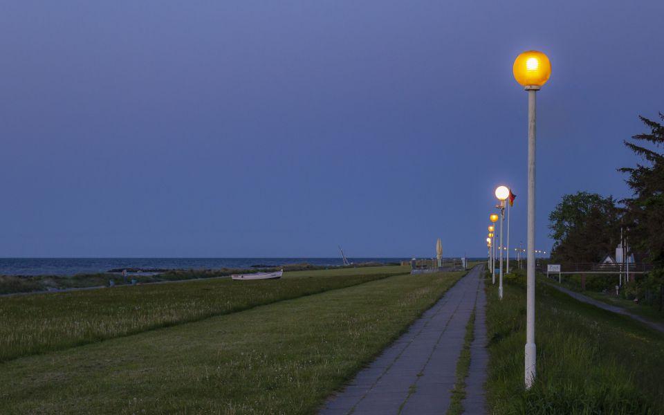 Hintergrundbild Ostseedeich Blaue Stunde