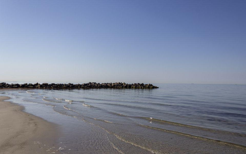 Hintergrundbild Ostseestrand mit Buhne