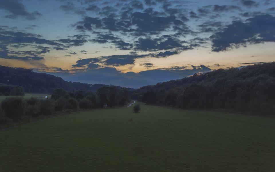 Hintergrundbild - Ruhrufer nach Sonnenuntergang