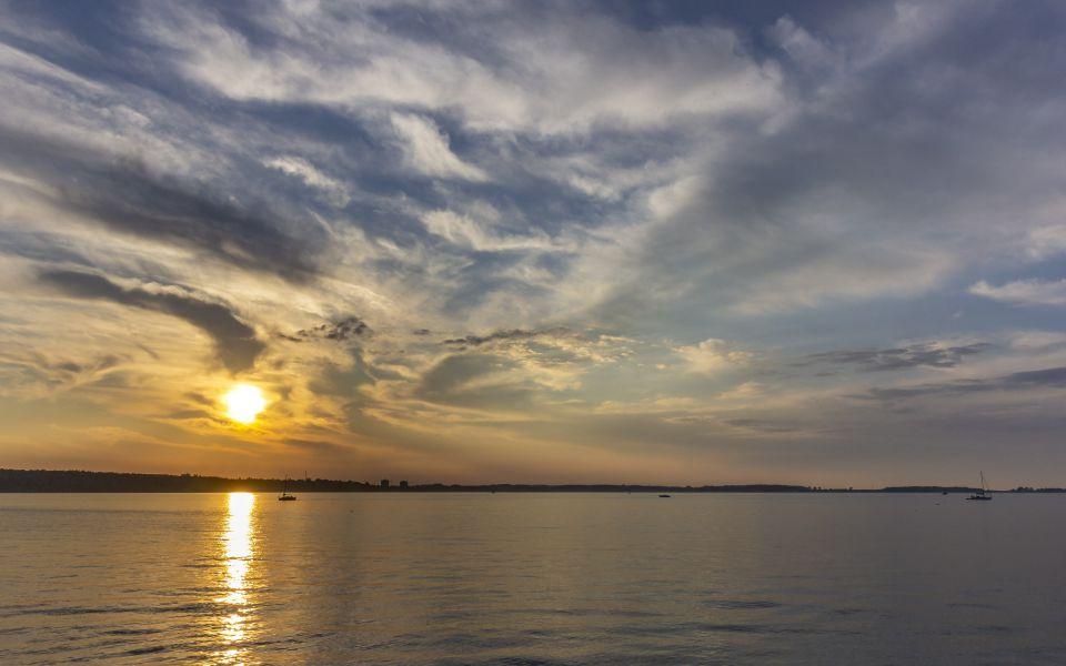 Hintergrundbild - Sonnenuntergang über der Kieler Förde