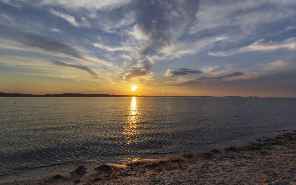 Hintergrundbild - Sonnenuntergang am Meer