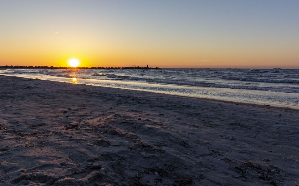 Hintergrundbild Sonnenuntergang am Ostseestrand
