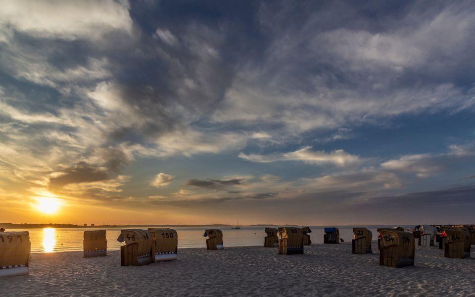 Hintergrundbild - Sonnenuntergang am Strand