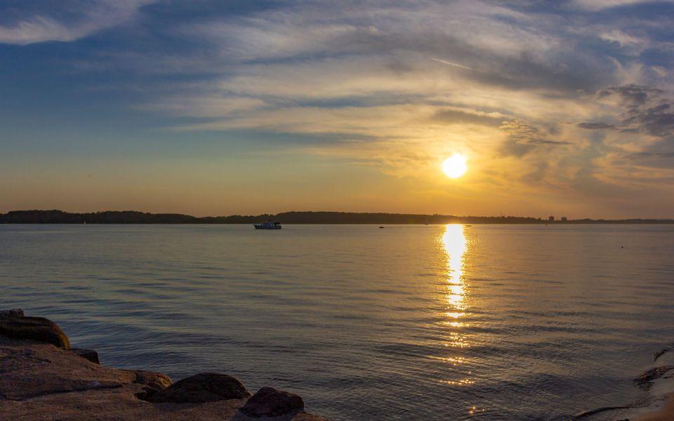 Hintergrundbild - Sonnenuntergang an der Kieler Förde