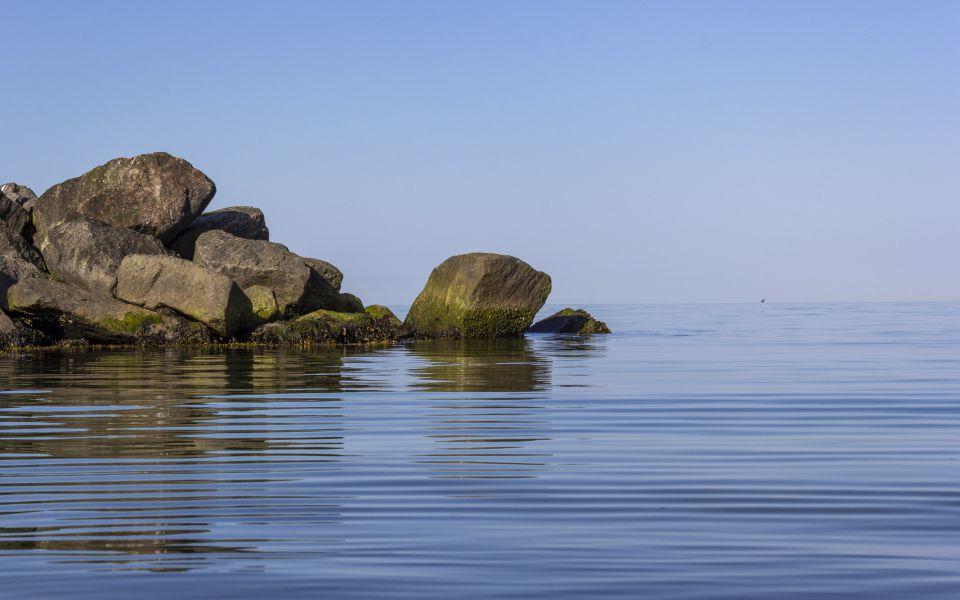 Hintergrundbild Steine im Wasser