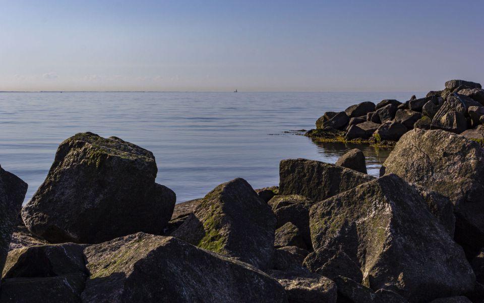 Hintergrundbild Steinsteg an der Ostsee