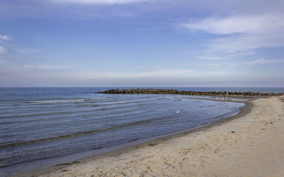 Hintergrundbild - Strand mit Buhne