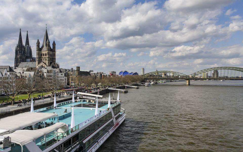 Hintergrundbild - Altstadt am Rhein