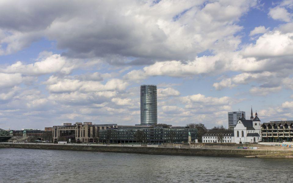 Hintergrundbild - Blick zum Kölntriangle