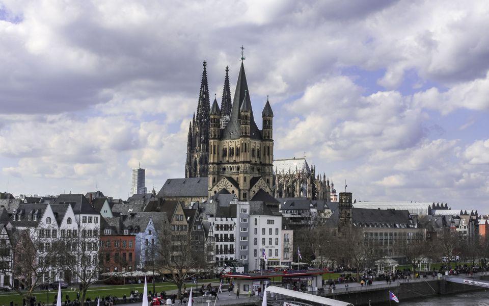 Hintergrundbild - Groß Sankt Martin und Dom