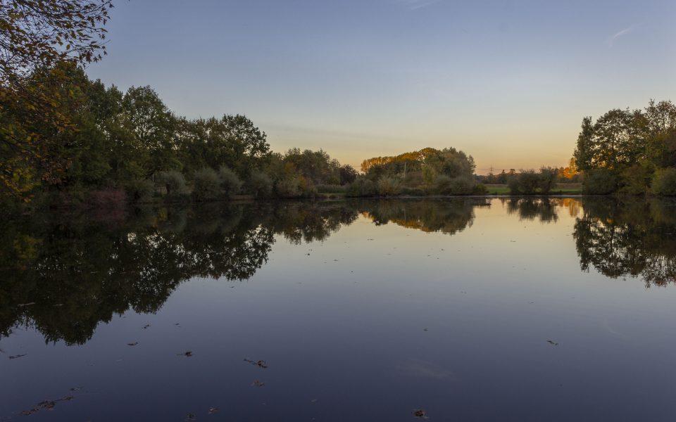 Hintergrundbild - Herbstabend am Mühlteich