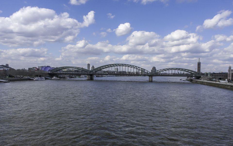 Hintergrundbild - Hohenzollernbrücke Köln