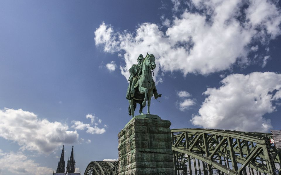 Hintergrundbild - Hohenzollernbrücke mit Reiter