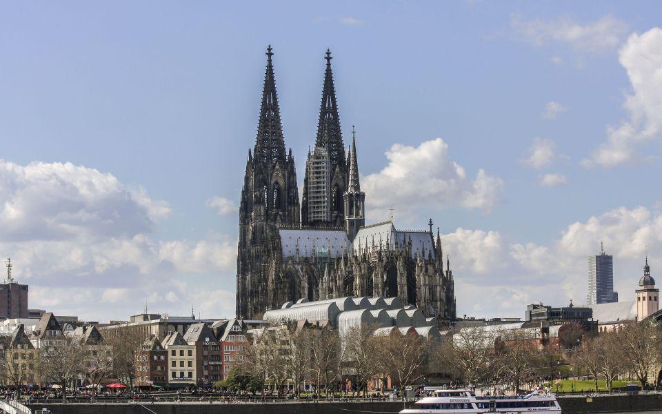 Hintergrundbild - Kölner Dom vom Rhein