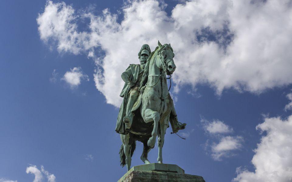 Hintergrundbild - Kaiser Wilhelm hoch zu Ross